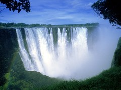 Водопад Виктория единственный водопад в мире, имеющий более 100 метров в высоту и более километра в ширину