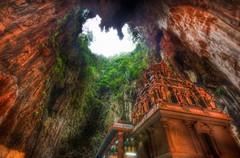 А Вы знали, что в 13 км от столицы Малайзии - города Куала-Лумпур расположены пещеры Бату.