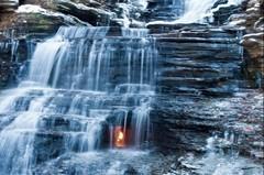 А Вы знали, что в Нью-Йорке расположился парк Chestnut Ridge, где есть водопад Вечного огня?