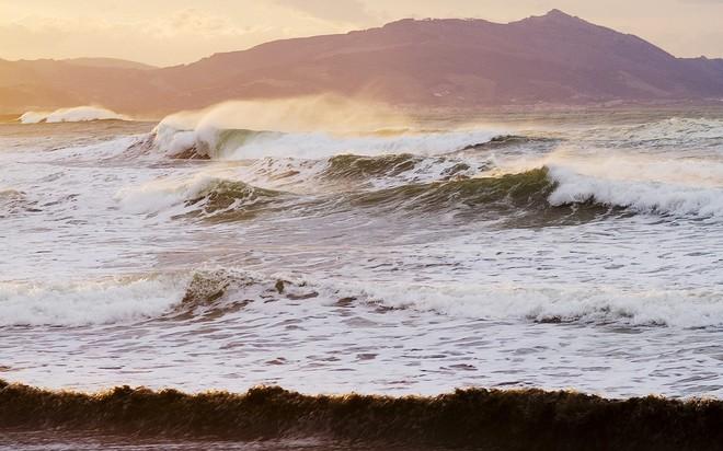 750 евро — штраф за купание в шторм в Испании