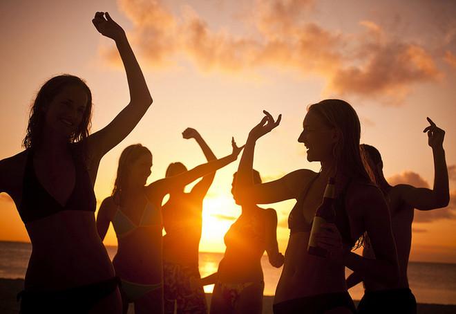 В Черногории месяц пляжных вечеринок