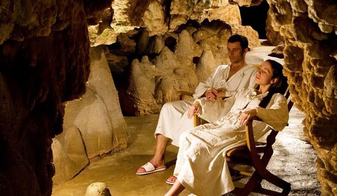 Термальная йога в гроте Grotta Giusti